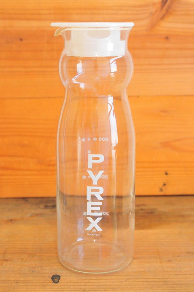 PYREX製(パイレックス)の冷茶ポット