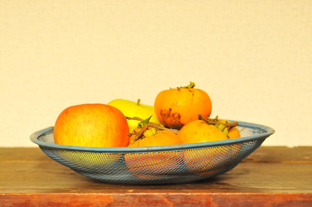果物を入れに使っているレトロなリユース品の100円カゴ