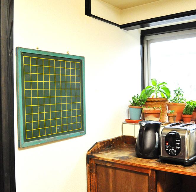 古い黒板と台所の雰囲気