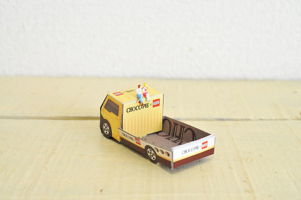 荷台に何か載せたくなるチョコパイのおまけトラック