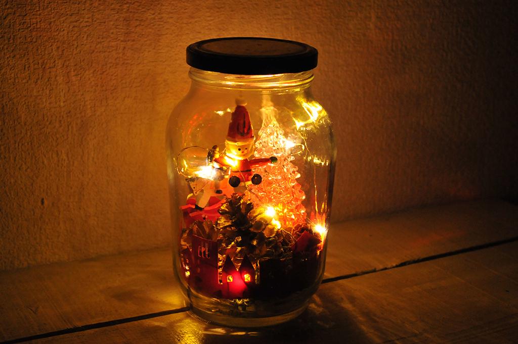 手作りでできた暗闇に光るクリスマスの幻想的なデコレイション
