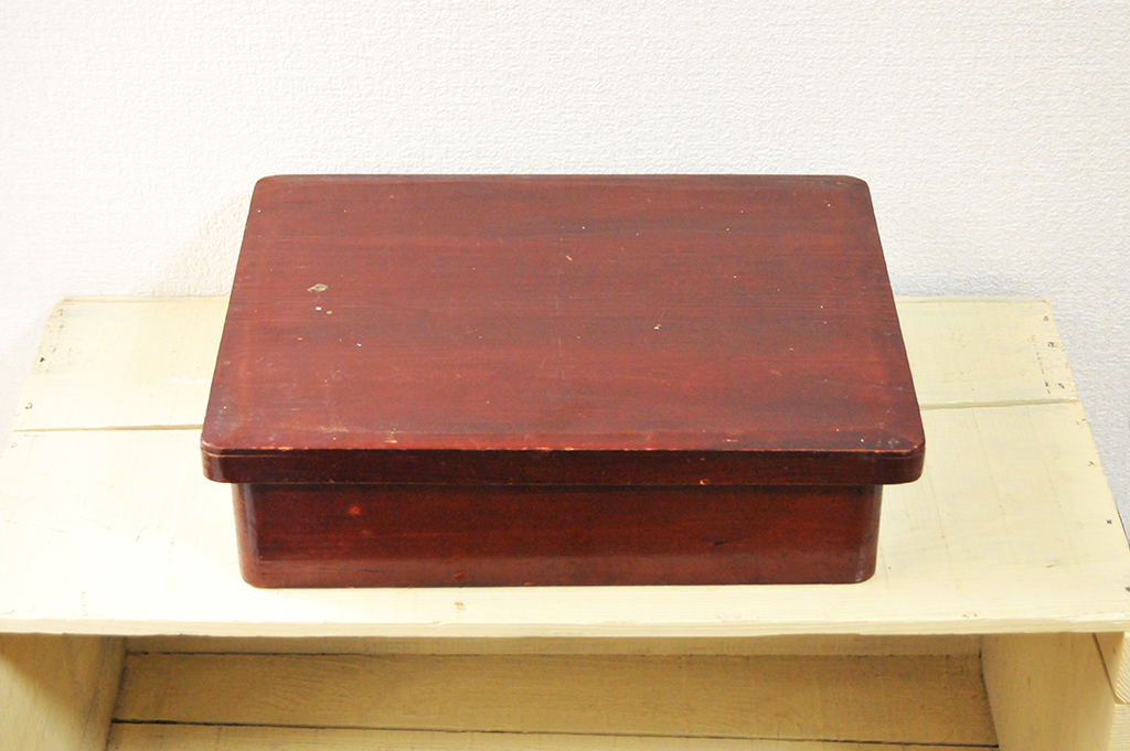 ふるものせいかつ図鑑ーフタ付きの茶褐色の木箱