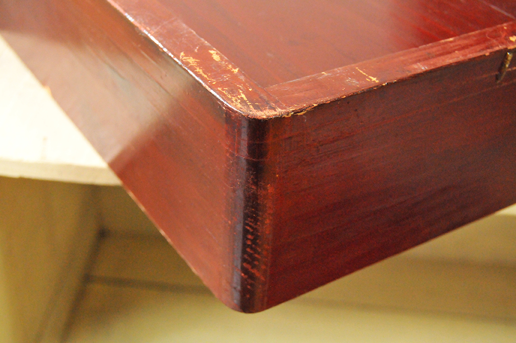 木箱の角は丸く作られていてツルンとした綺麗な木の継ぎ目
