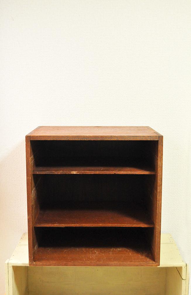 ふるものせいかつ図鑑ー四角い三段収納の古道具家具