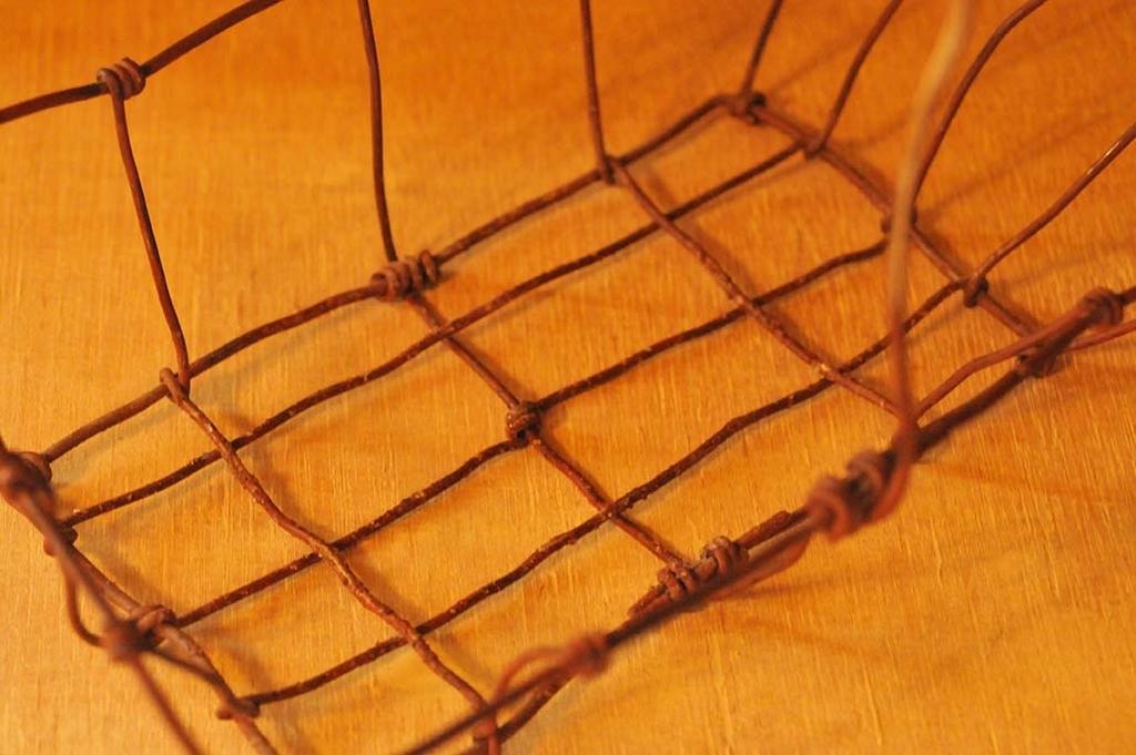 手作りワイヤーかごの底部分の網目