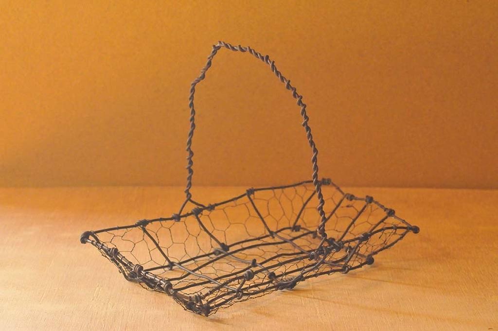 完成した手作りワイヤーカゴ-ふるものせいかつ図鑑DIY