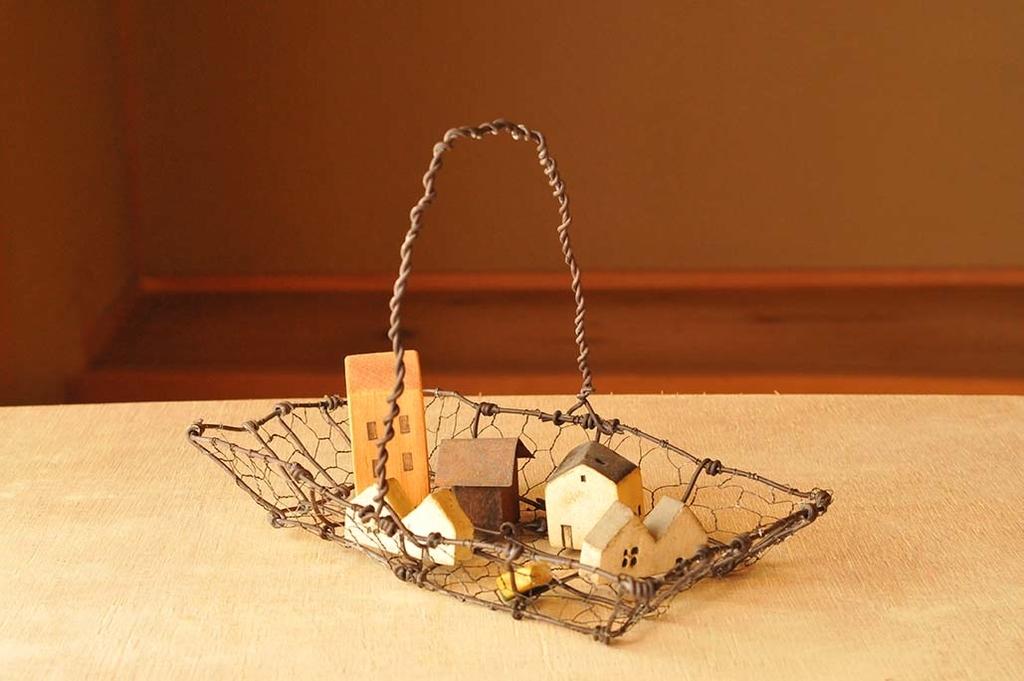 オシャレなワイヤーカゴは簡単DIYでシャビーな雰囲気に