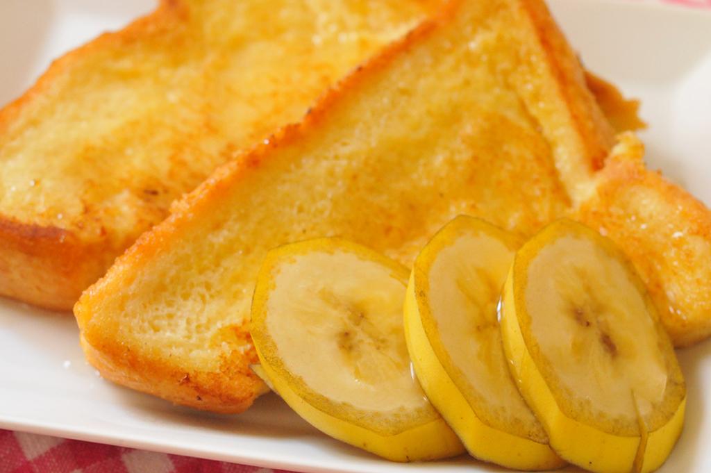 美味しそう!簡単にできたフレンチトーストにバナナを添えて