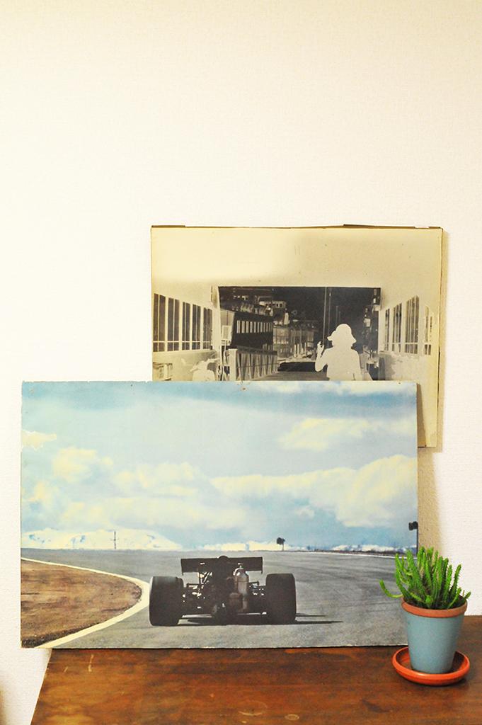 古い写真が貼ってあるボードは1つ100円ーふるものせいかつ図鑑
