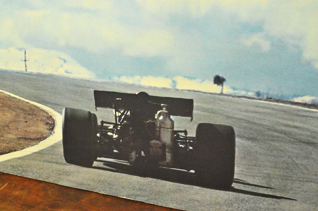 レースカーの古い写真がレトロで不思議な雰囲気ーふるものせいかつ図鑑