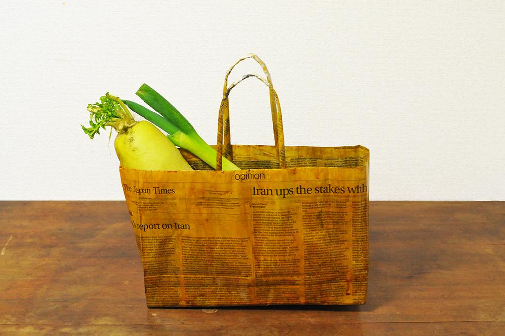 重いものも入って丈夫な手作りアレンジ新聞バッグ