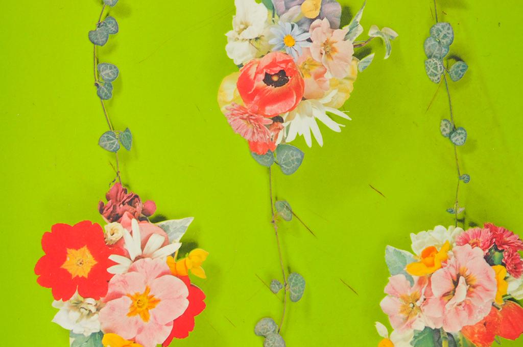 絵ではなく花の写真が印刷されたレトロお盆-ふるものせいかつ図鑑