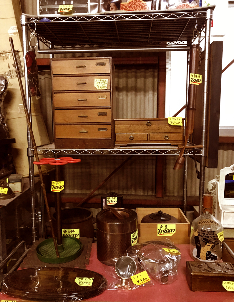 古道具、レトロ雑貨から骨董品まで面白い商品がたくさん