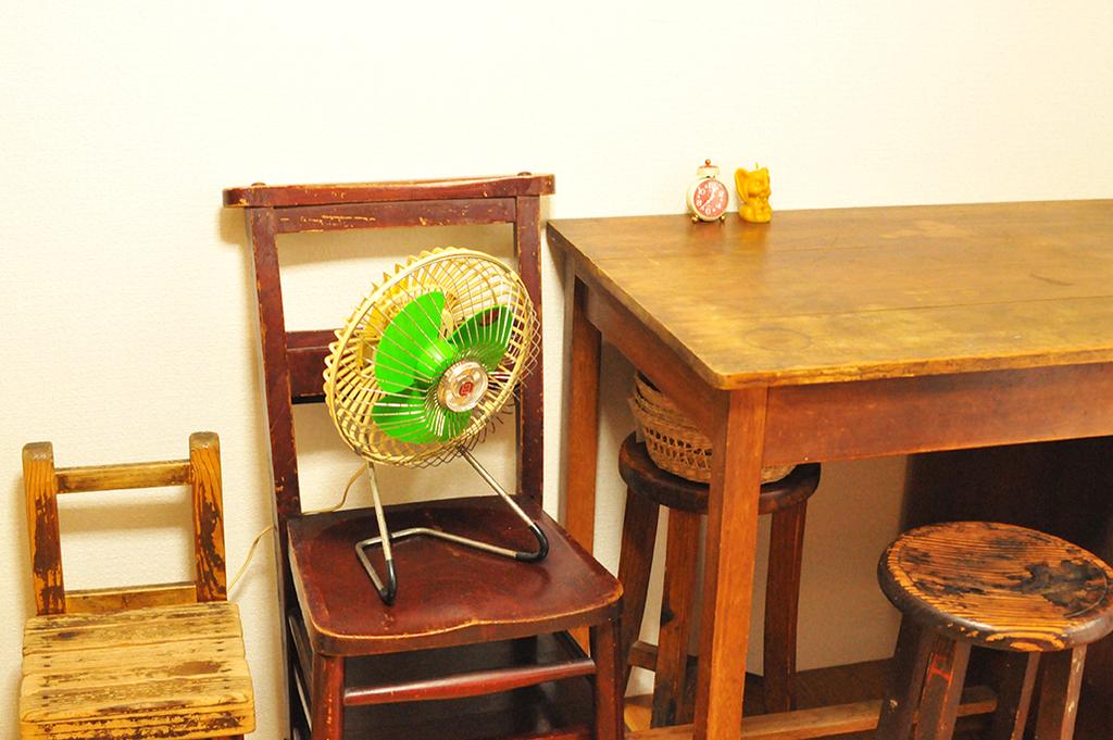 レトロ卓上扇風機はまだ動いて部屋のインテリアにも合う-ふるものせいかつ図鑑