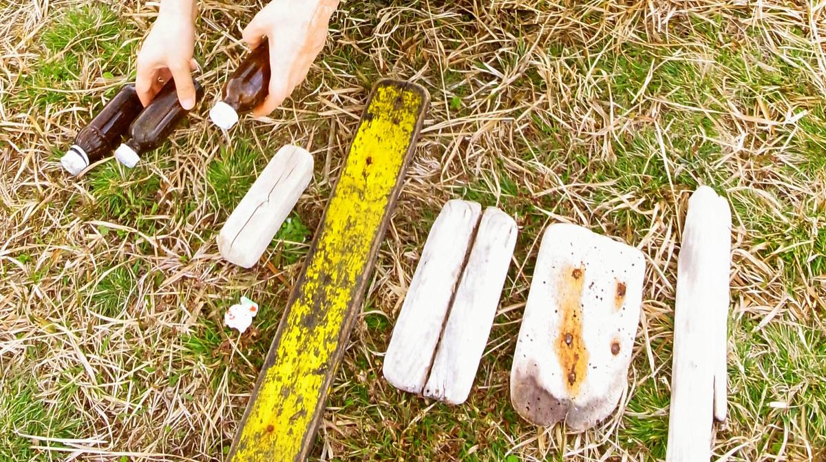 旅先の海で拾ったオシャレな流木板たちは色々使い道がありそう