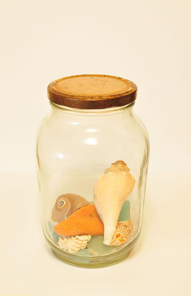 拾った貝殻を100円レトロ瓶に入れて。0円インテリアのススメ
