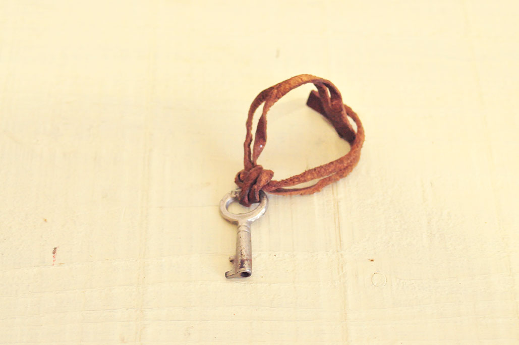 今も使える古い革のトランクバッグの小さな鍵-ふるものせいかつ図鑑
