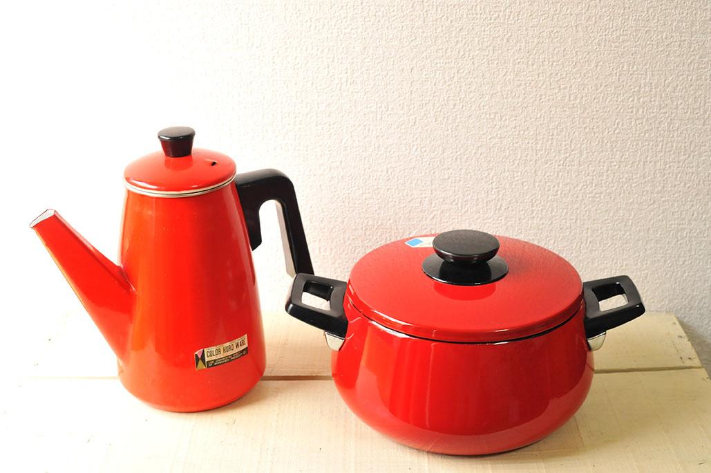 【中古品】赤いヤカンとホーロー鍋は同じショップで購入したもの-ふるものせいかつ図鑑