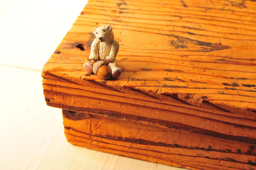 とても古くて味のある木の箱を生活の道具として役立たせたい