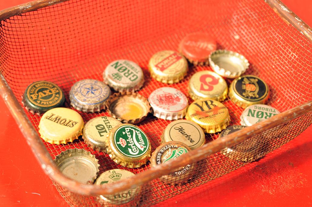 海外で拾ってくる色々な空瓶のフタはオシャレで面白い