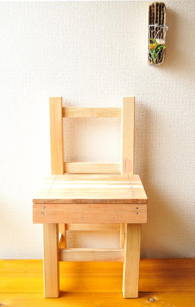 古道具を手本にDIYした子ども用椅子はシンプルで可愛い