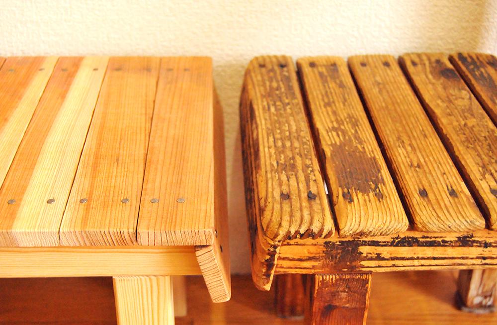 右:古道具の子どもイスの座面 と 左:DIYして作った新しいイスの座面