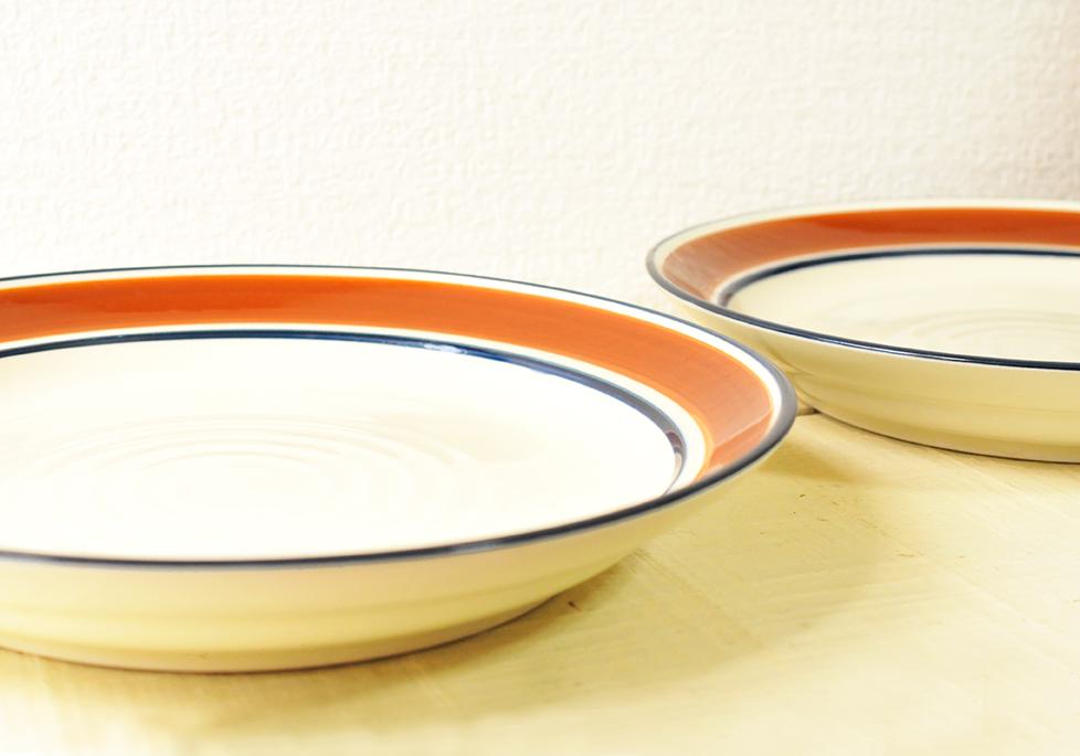 50円だったレトロな三郷陶器Country Songのお皿はシンプルな茶色と紺のライン