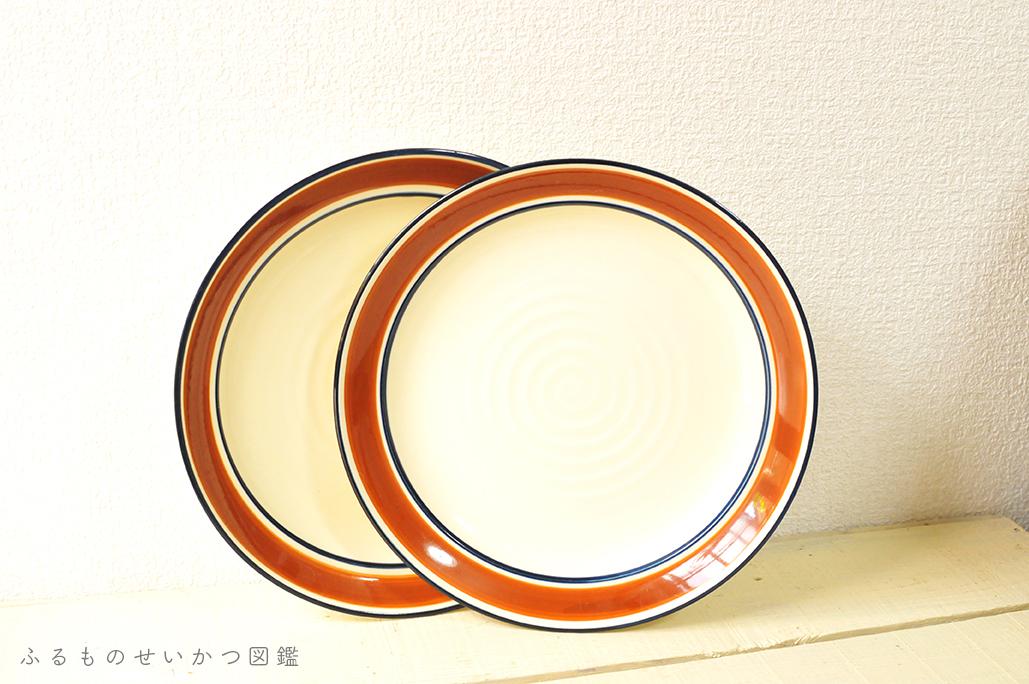 2000円のレトロ皿が1枚50円。2枚買って使い勝手も良し