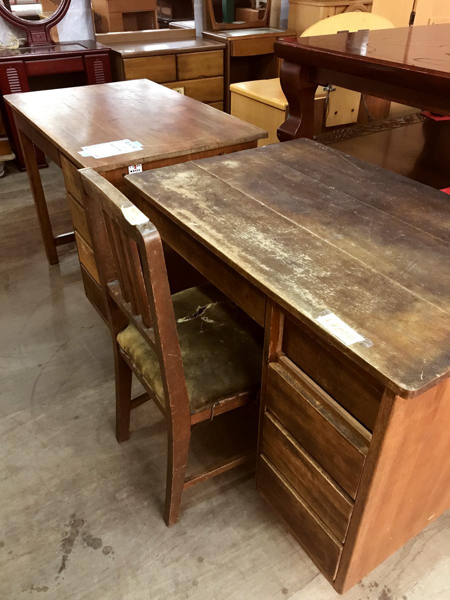 リサイクル市場で見つけた古道具の机は4000円〜