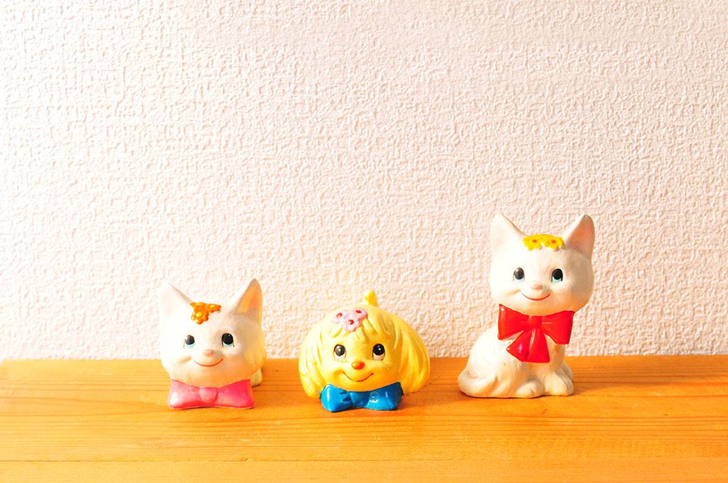 昭和レトロな白い猫と黄色の犬の置物