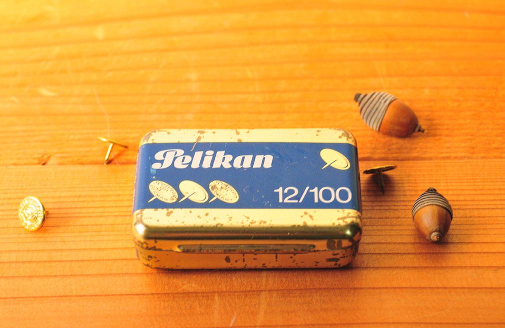 古びた100円の缶は画鋲抜き機能がついたすぐれもの!