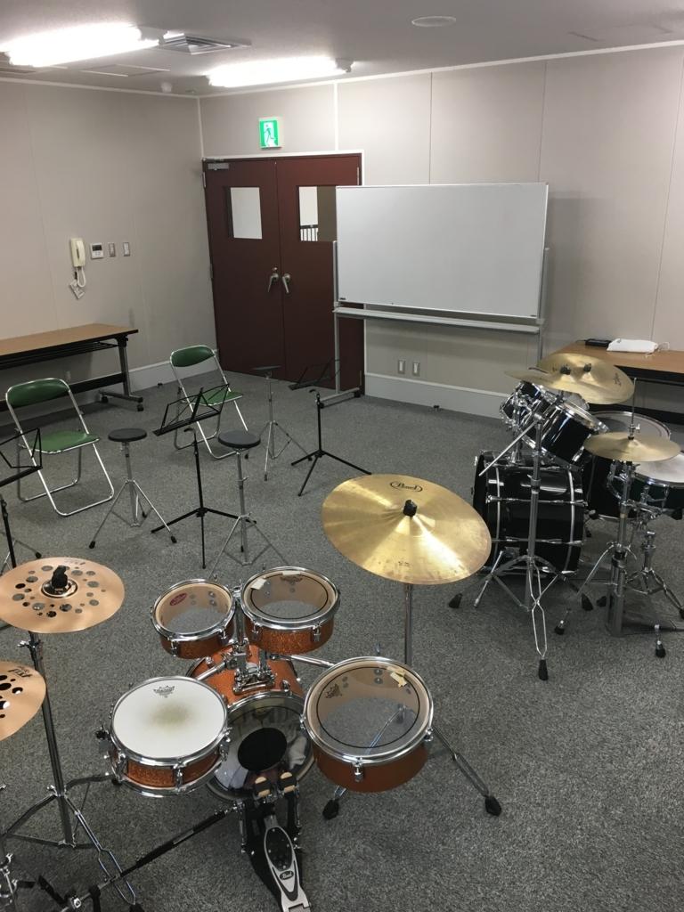 ドラムと練習パッドでレッスン!