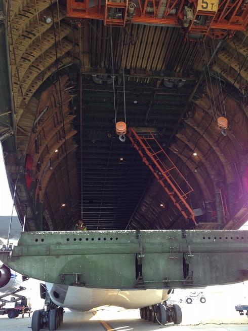 An-124-100 | 機体内部は構造が剥き出し