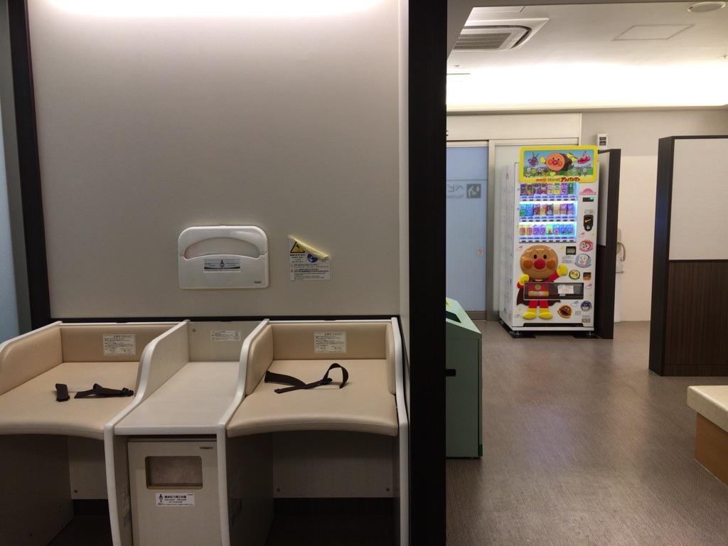 東京駅地下1階「ベビー休憩室」内