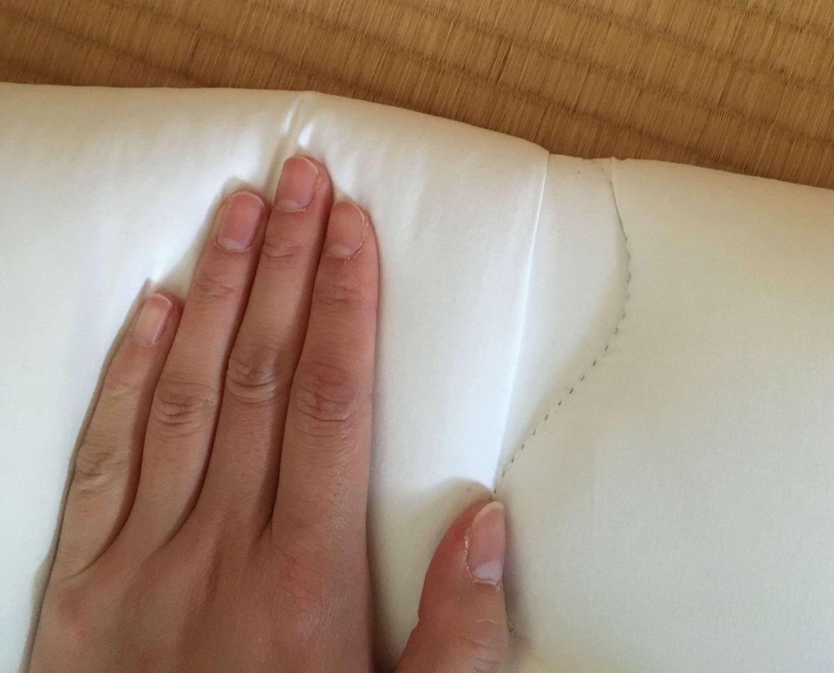 手で布団の偏った段差を伸ばす直し方