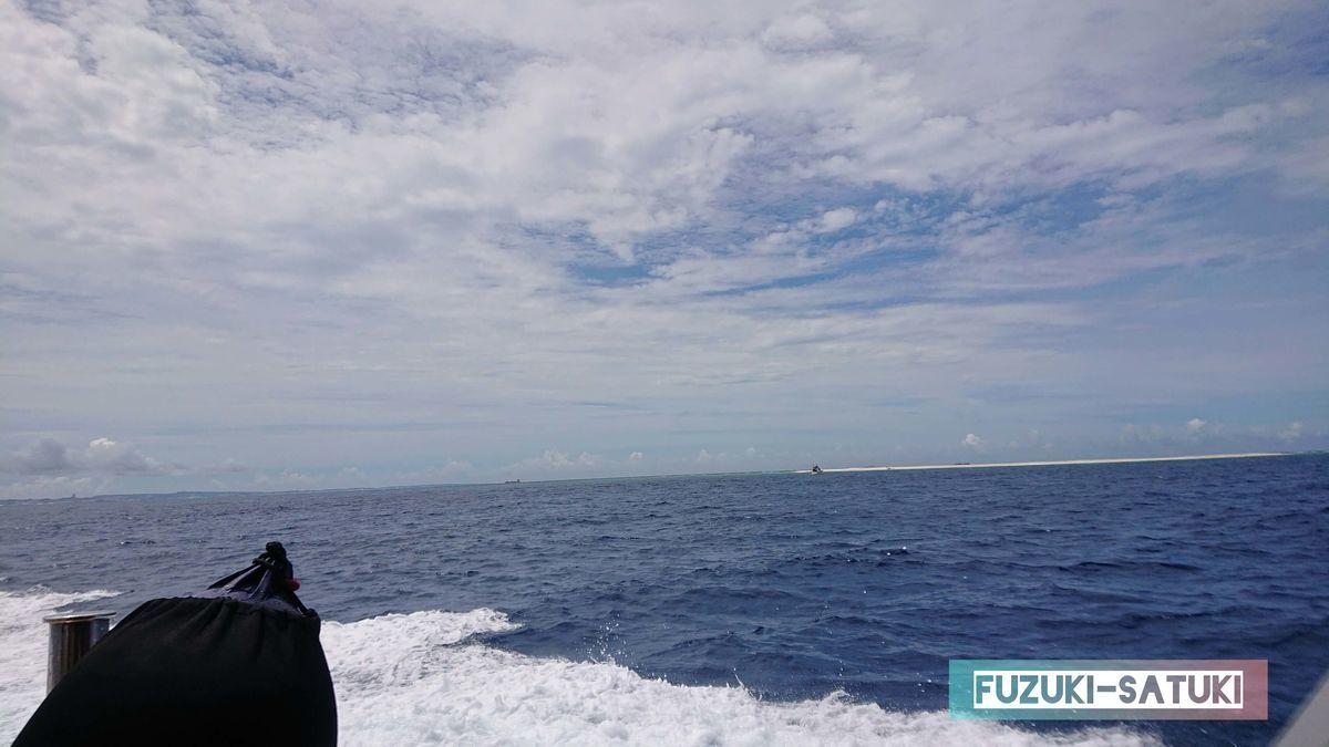 青の濃い、海の色の写真