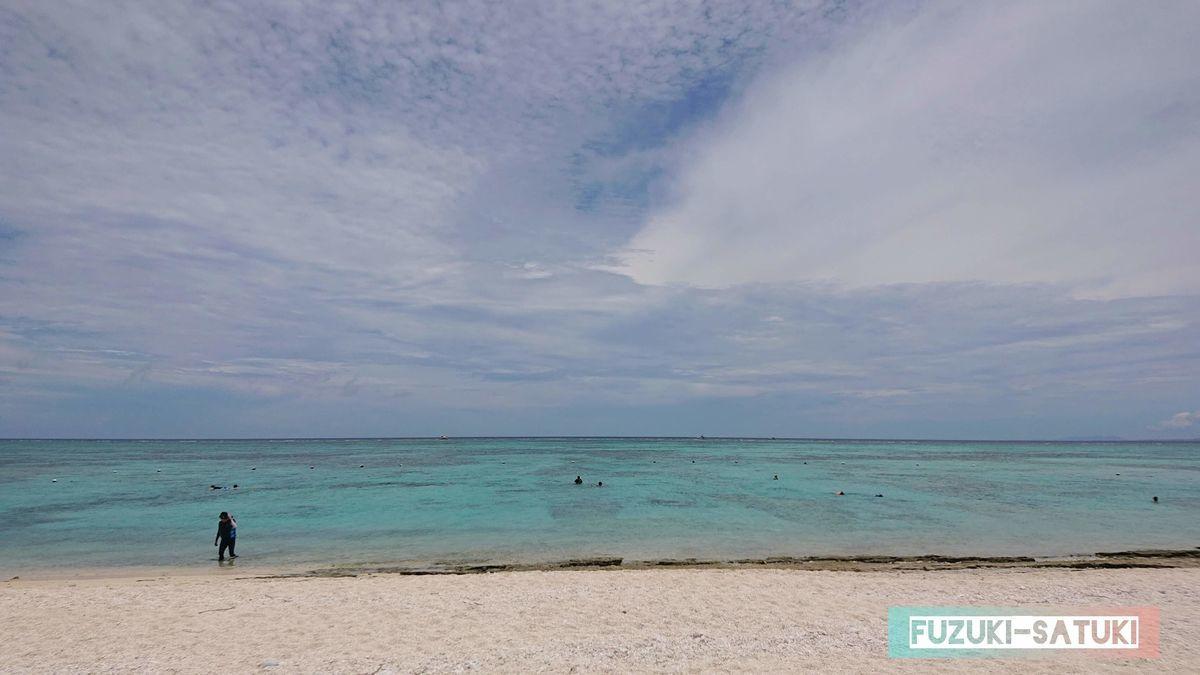 海の青さと空の青さ の写真
