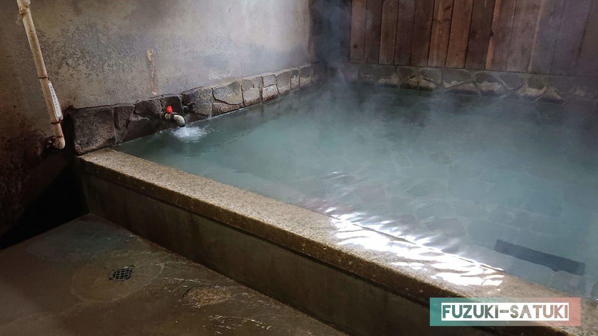 翁の湯 浴槽の写真