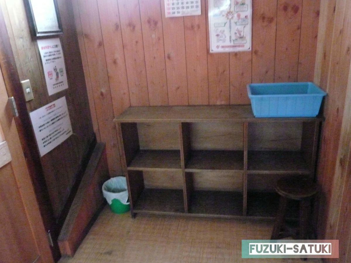 煮川乃湯の、脱衣所ロッカーの写真