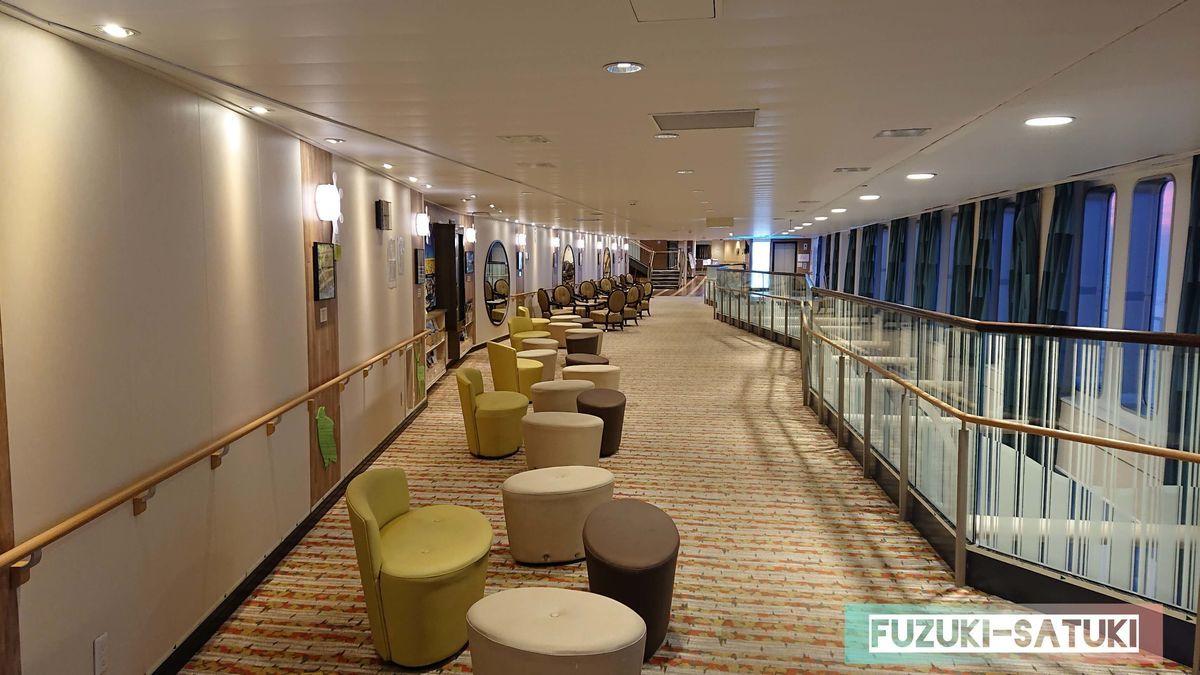 船内の様子(廊下)の写真