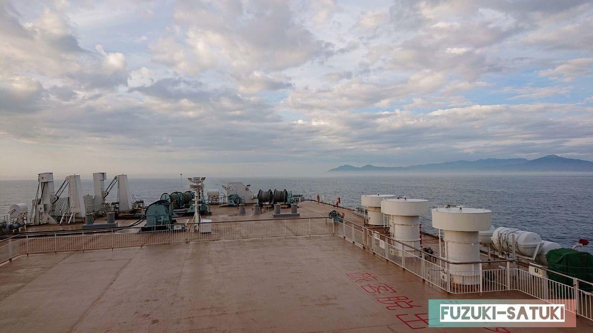 船体と海と空の写真