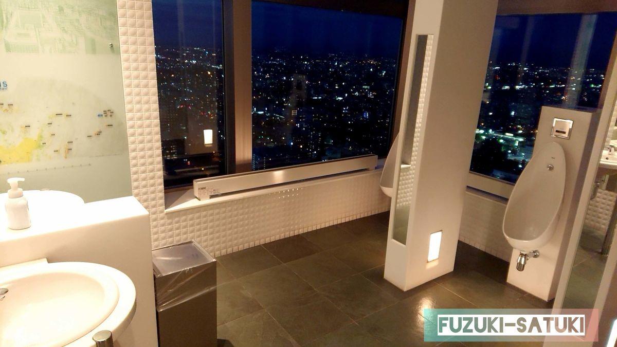 男性トイレからの絶景の写真