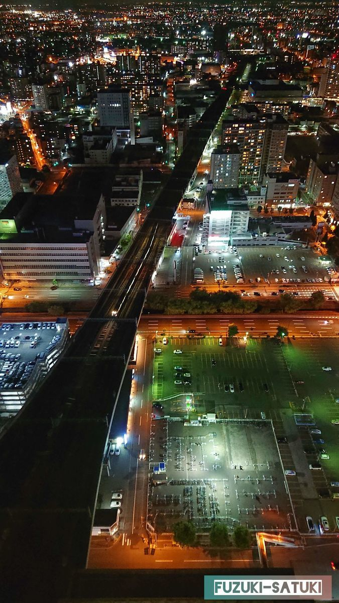 東方向の夜景の写真(縦長)