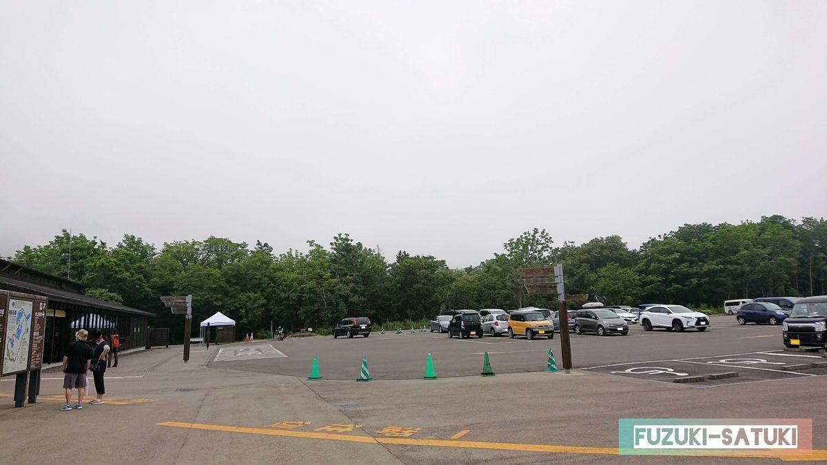 駐車場の様子(当時は空いているが、繁忙期には駐車場待ちが出来るほど)