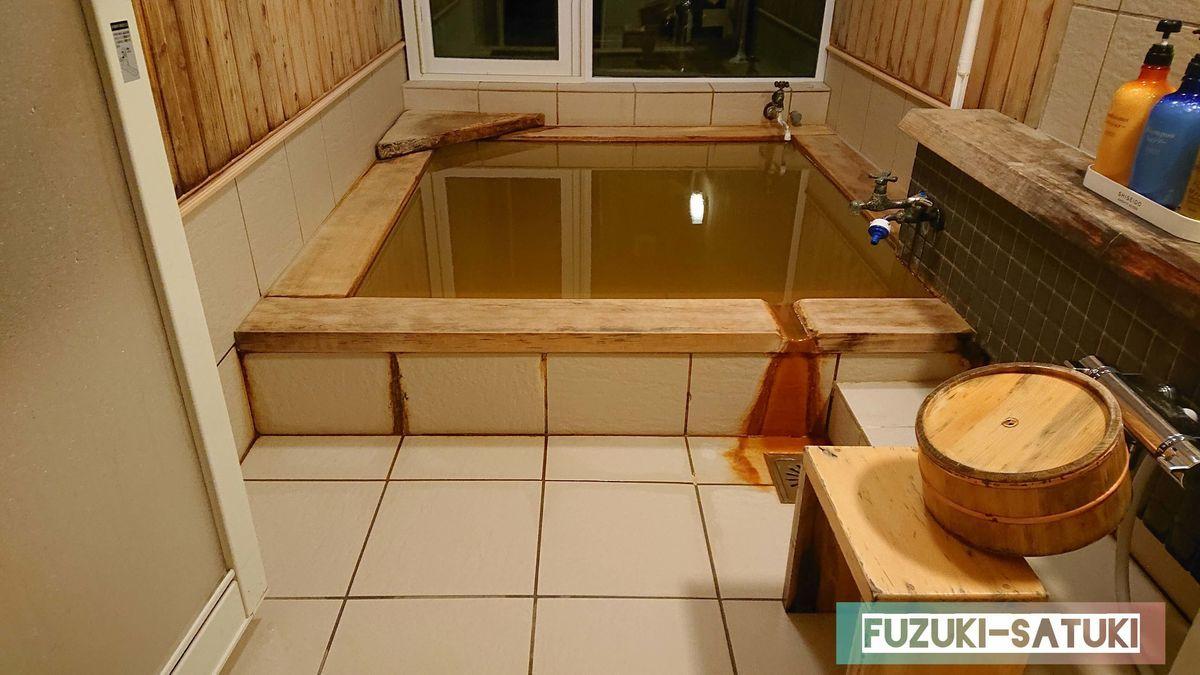 ウカラノユの洗い場と浴槽