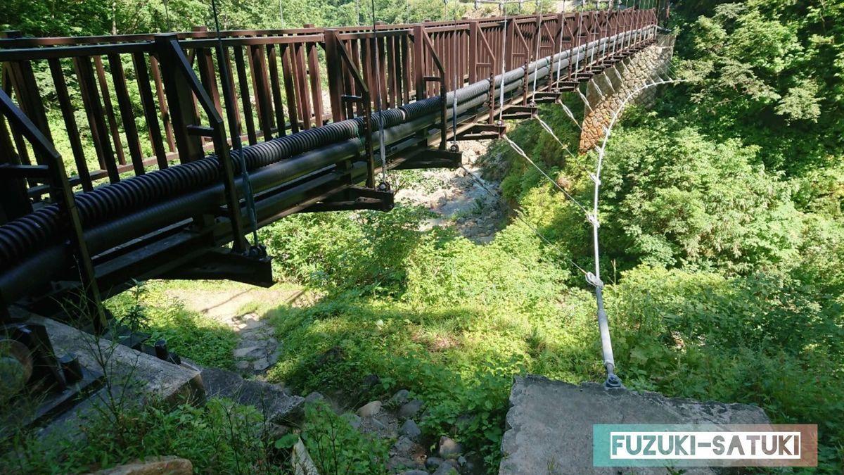 妙仙橋を潜り抜ける