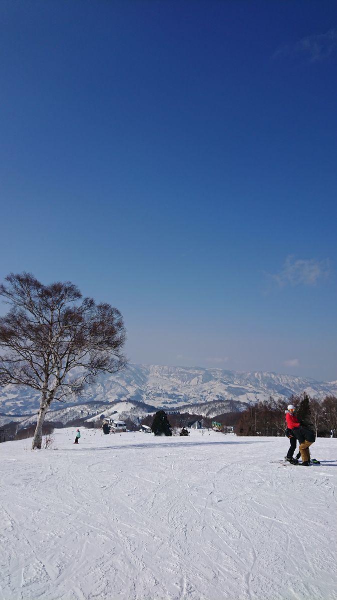 冬の野沢温泉スキー場ゲレンデ 賑わっている