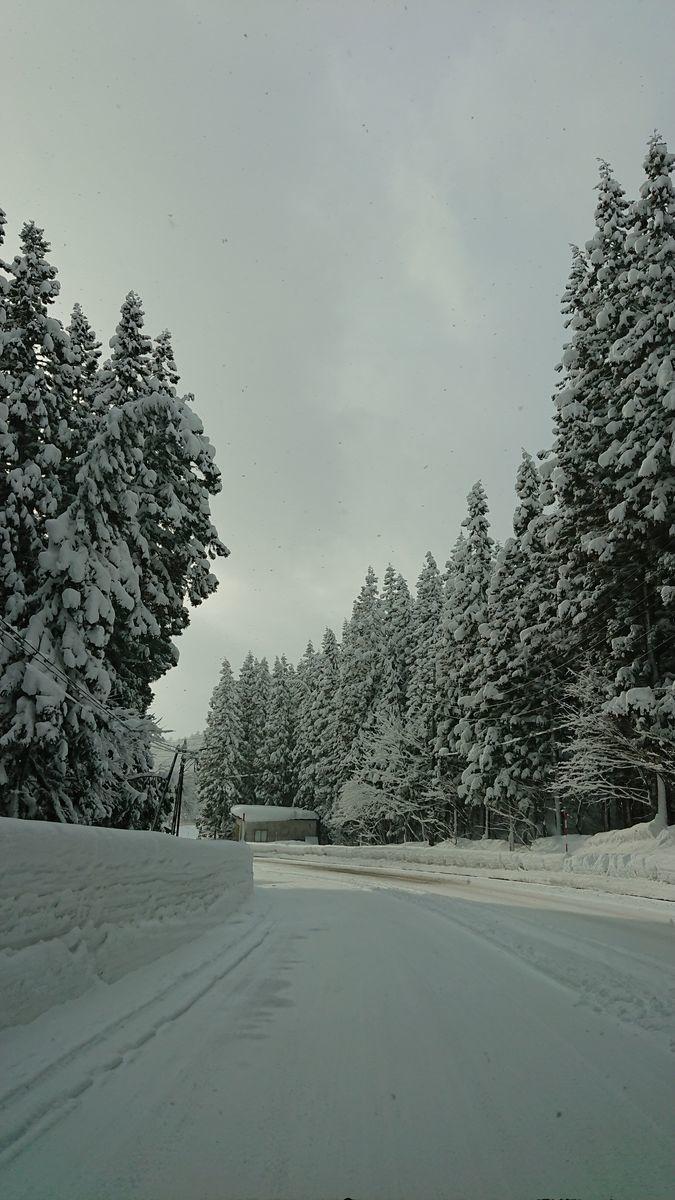 豪雪地帯 野沢温泉の綺麗に除雪された道路