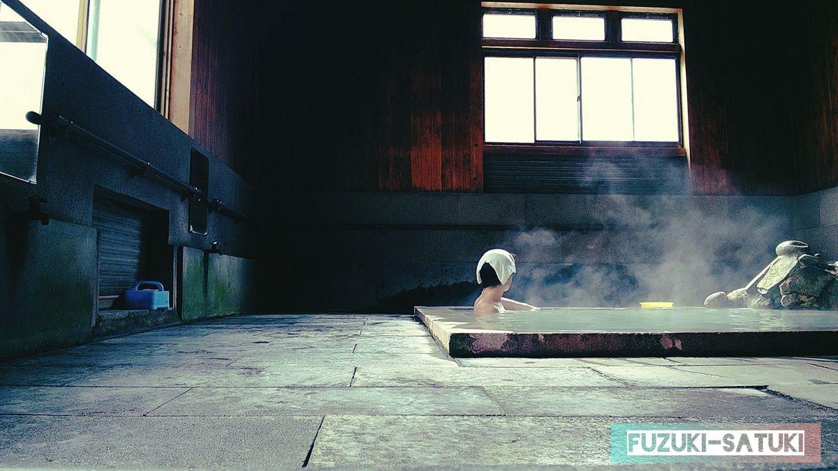 ふづき と さつき 栗野岳温泉の桜の湯にて、ふづきの入浴シーン