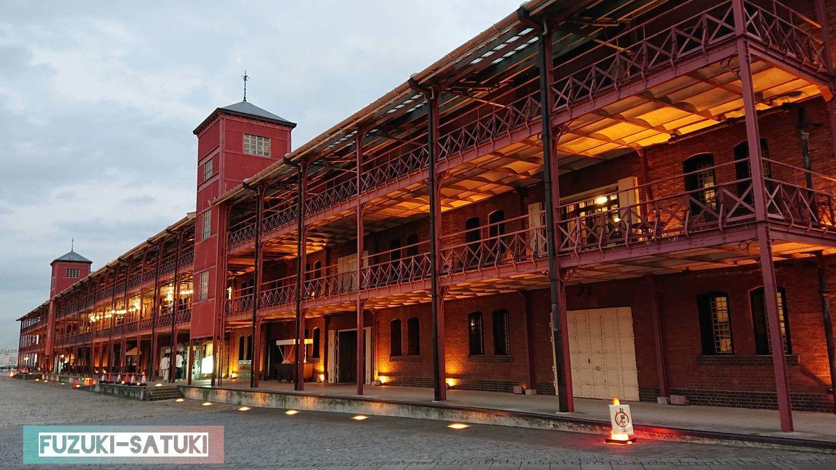 赤レンガ倉庫に明かりが灯り始める頃 一気に雰囲気が出てくるのがわかる